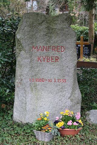 Grab von Manfred Kyber auf dem Waldfriedhof in Löwenstein