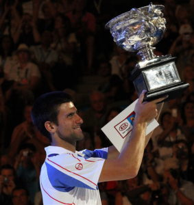 Novak Djokovic 2011 Australian Open; Urheber: Christopher Johnson (globalite); Quelle: Wikimedia Commons